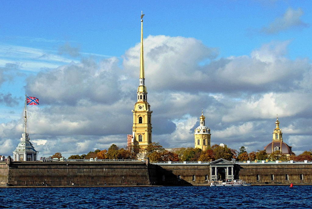Peter and Paul Fortress in St. Petersburg.png