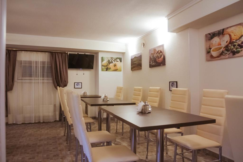 Aroom Hotel on Kitai Gorod Room Cafe.jpg