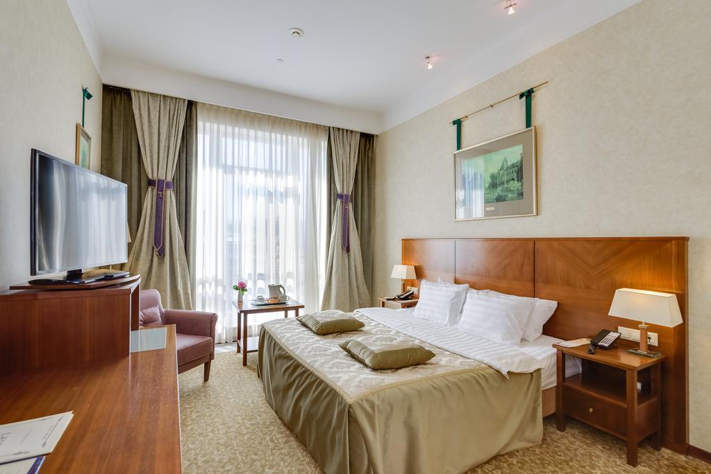 Hotel Peter Room.jpg
