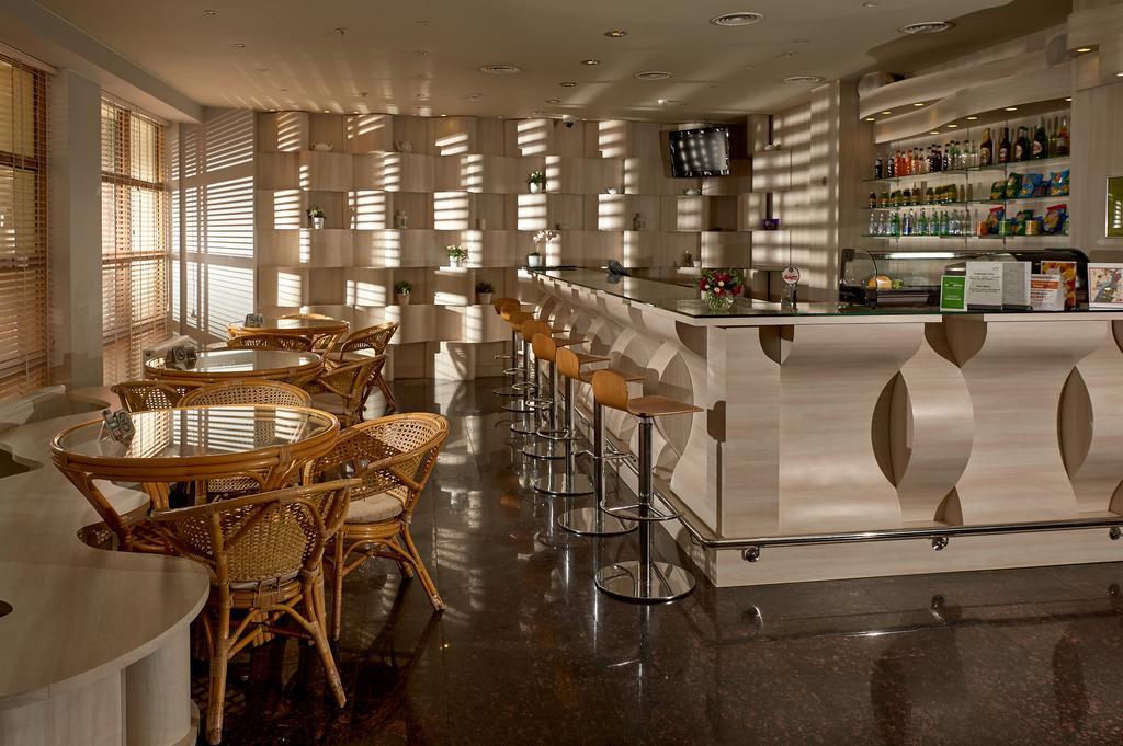 Design Hotel Cafe.jpg